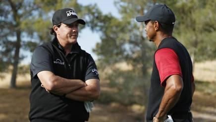 Phil Mickelson, 48 anni, e Tiger Woods, 42, avversari a Las Vegas. Ap