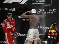 Vettel, Hamilton e Verstappen sul podio. Ap