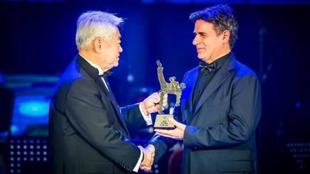 Angelo Cito riceve il prestigioso riconoscimento da Chungwon Chouee, presidente della World Taekwondo