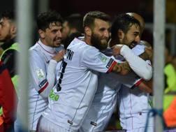 L'esultanza del Cosenza, vincitore nel derby calabro.Lapresse