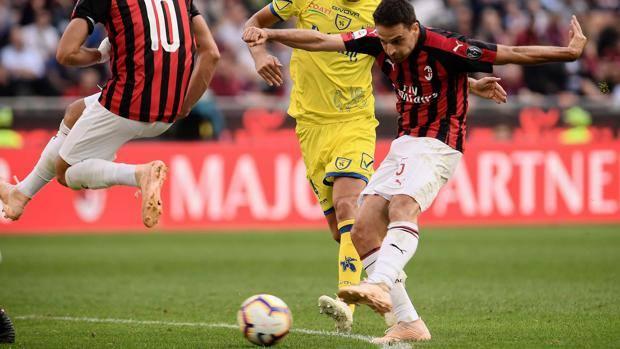 L'ultimo gol di Bonaventura in stagione: è il 3-1 del Milan al Chievo. Afp