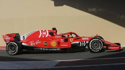 Sebastian Vettel nei test Pirelli ad Abu Dhabi. Ap