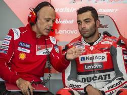 Danilo Petrucci nel box Ducati. Ciamillo e Castoria