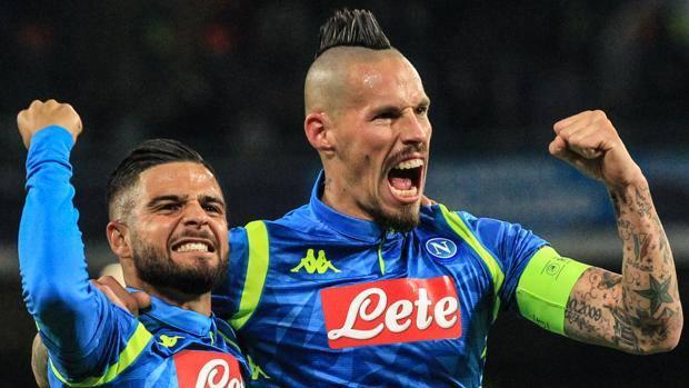 L'esultanza di Lorenzo Insigne e Marek Hamsik per il primo gol alla Stella Rossa. Afp