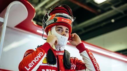 Charles Leclerc, 21 anni, vestito Ferrari. @ScuderiaFerrari