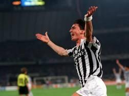 Dino Baggio alla Juventus, esultante dopo il suo secondo gol nella finale di ritorno della Coppa Uefa 1992-1993. Getty