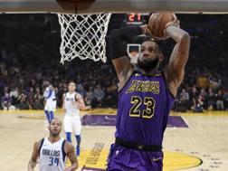 LeBron James, 33 anni, prima stagione coi Lakers. Ap