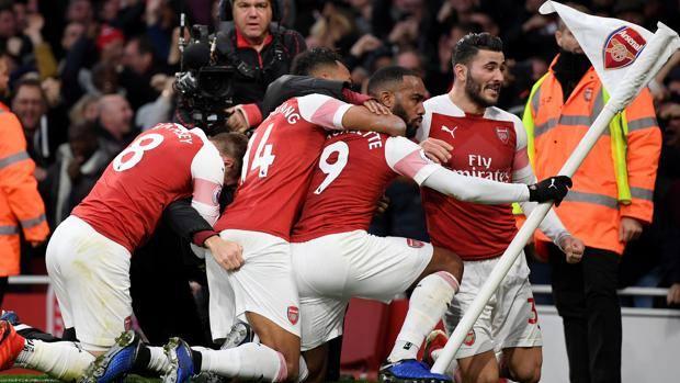 L'Arsenal festeggia il gol di Alexandre Lacazette. Getty