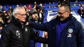 Urla, gesti, abbracci e scaramanzia. Scatti dal primo derby londinese Sarri-Ranieri