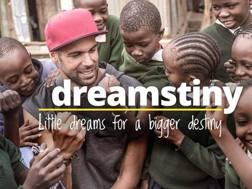 """Bruno Cerella, 32 anni, con i bambini della sua fondazione """"Slums Dunk"""""""
