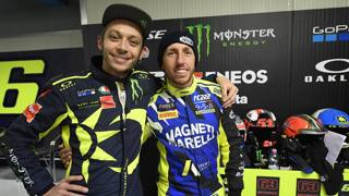 Valentino Rossi con Tony Cairoli. Milagro