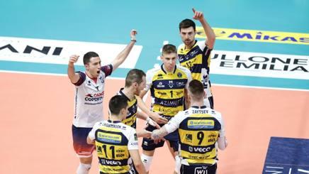 L'esultanza dei giocatori di Modena per la vittoria su Siena