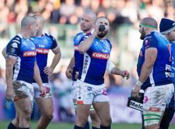 I giocatori di Treviso, rasati, in campo contro gli Harlequins. Fama