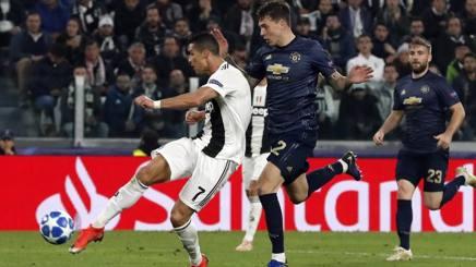Cristiano Ronaldo, 33 anni, in gol contro il Manchester United. E' l'unica rete stagionale di CR7 in Champions