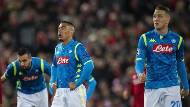 Tutta la delusione dei giocatori del Napoli. Epa
