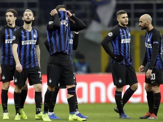 I giocatori dell'Inter delusi al fischio finale. Ap