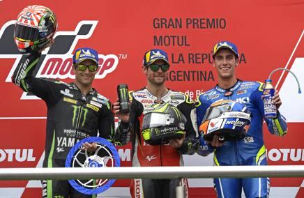 Il podio del GP d'Argentina 2018: da sinistra Johann Zarco (2°), Cal Crutchlow (1°) e Alex Rins (3°) AFP