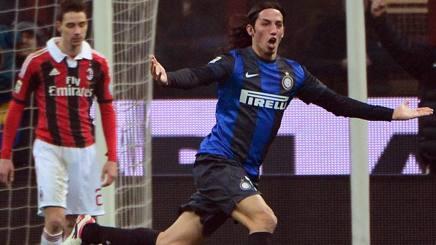 Ezequiel Schelotto segna nel derby di Milano del 2013. Afp