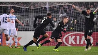 L'esultanza di Gacinovic e la delusione della Lazio. Lapresse