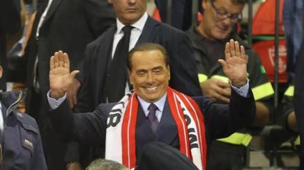 Silvio Berlusconi allo stadio con la sciarpa del Monza. Ansa