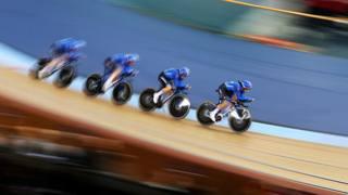 Il quartetto femminile azzurro impegnato nella quarta prova di Coppa del Mondo a Londra. GETTY