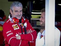 Maurizio Arrivabene con Sebastian Vettel. Epa
