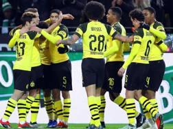La gioia del Dortmund dopo uno dei gol realizzati al Brema. Epa