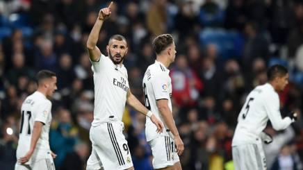 Karim Benzema, attaccante del Real Madrid, festeggia il gol decisivo. Getty