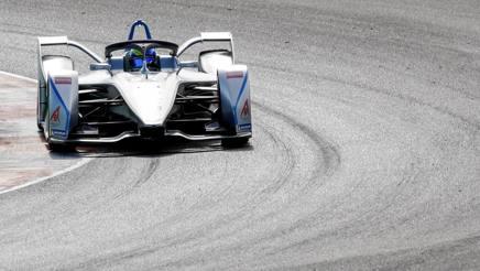 Felipe Massa in pista con la sua nuova vettura. Epa