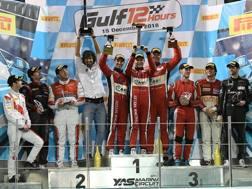 La festa sul podio dell'equipaggio della Ferrari 488 GT3 del team Kessel Racing