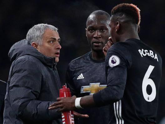 Mourinho discute con Pogba durante Arsenal-Manchester United. Getty