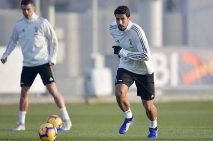 Sami Khedira, 31 anni, oggi alla Continassa: dietro di lui Cristiano Ronaldo