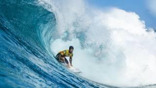 Gabriel Medina in azione alle Hawaii