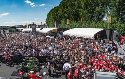 Il paddock della Superbike con moto e protagonisti