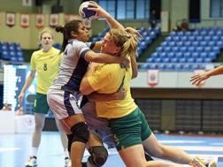 Hannah Mouncey, 29 anni, con la maglia della Nazionale australiano TWITTER