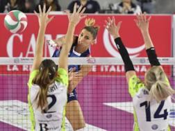 Un attacco di Elitsa Vasileva: per lei 7 punti nella vittoria di Scandicci su Firenze