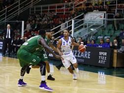 Un raddoppio della difesa di Avellino su Jaime Smith, play di Sassari CIAM