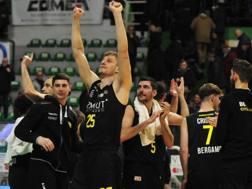 La gioia di Lorenzo Benvenuti, che festeggia la vittoria di Bergamo