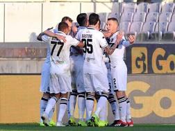 L'esultanza dei giocatori del Parma. Lapresse