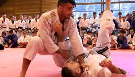 Fabio Basile spiega le sue tecniche al corso dei giovani di Bardonecchia