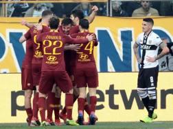 L'esultanza della Roma per il gol di Cristante. Ansa