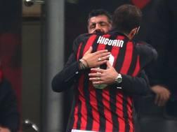 L'abbraccio tra Gattuso e Higuain. Lapresse