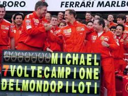 Michael Schumacher nel 2004, quando potè festeggiare il settimo titolo iridato. Ansa