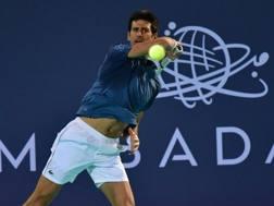 Novak Djokovic, 31 anni, a segno ad Abu Dhabi. Afp