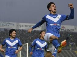 Ndoj del Brescia esulta per il gol vittoria contro la Cremonese. LaPresse