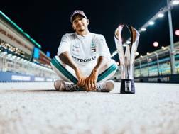 Lewis Hamilton, 33 anni, nella foto simbolo dell'anno: la vittoria a Singapore che gli ha spalancato le porte del 5° mondiale.