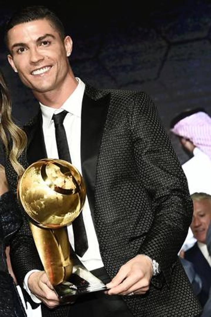 Dubai, Cristiano Ronaldo premiato come miglior giocatore dell'anno, LaPresse