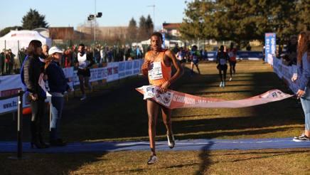 L'arrivo vincente dell'etiope Hagos Gabrhiwet, 24 anni. Colombo