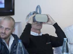 Dindo Capello prova il visore della realtà aumentata