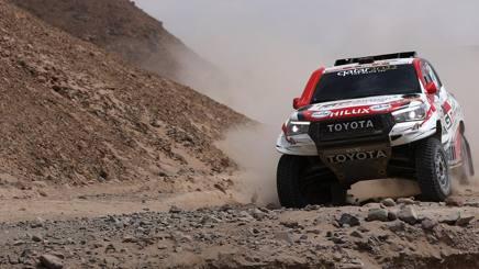 Nasser Al-Attiyah in azione con la sua Toyota. Getty